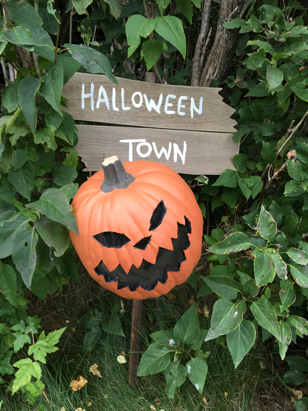 halloween-town-sign-3
