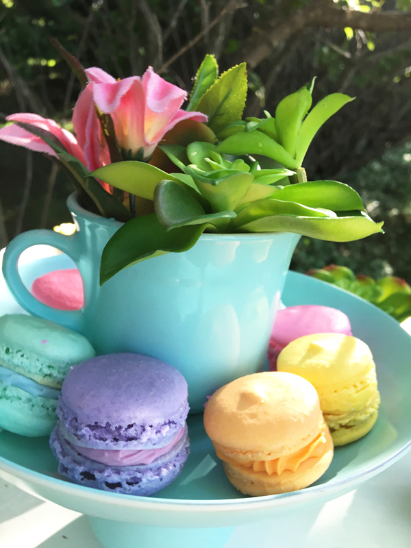 Alice in Wonderland macaroons