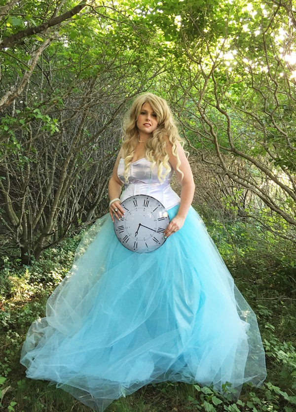 Alice in Wonderland Wedding Dress Tutorial - Mad Like Alyce